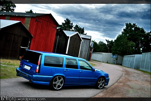 desent gas milage, tons of luggage room, ubber sleeperness. Volvo v70R